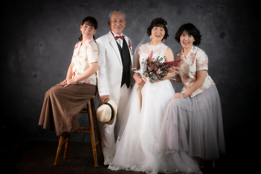 娘二人と親子4名で記念写真