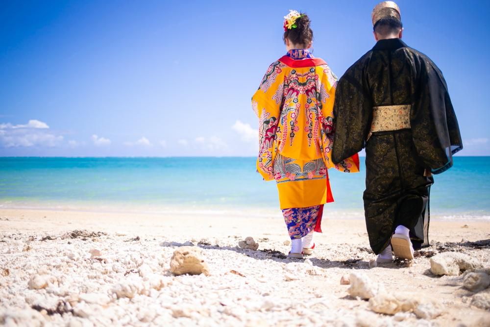 百名ビーチで琉球衣装撮影